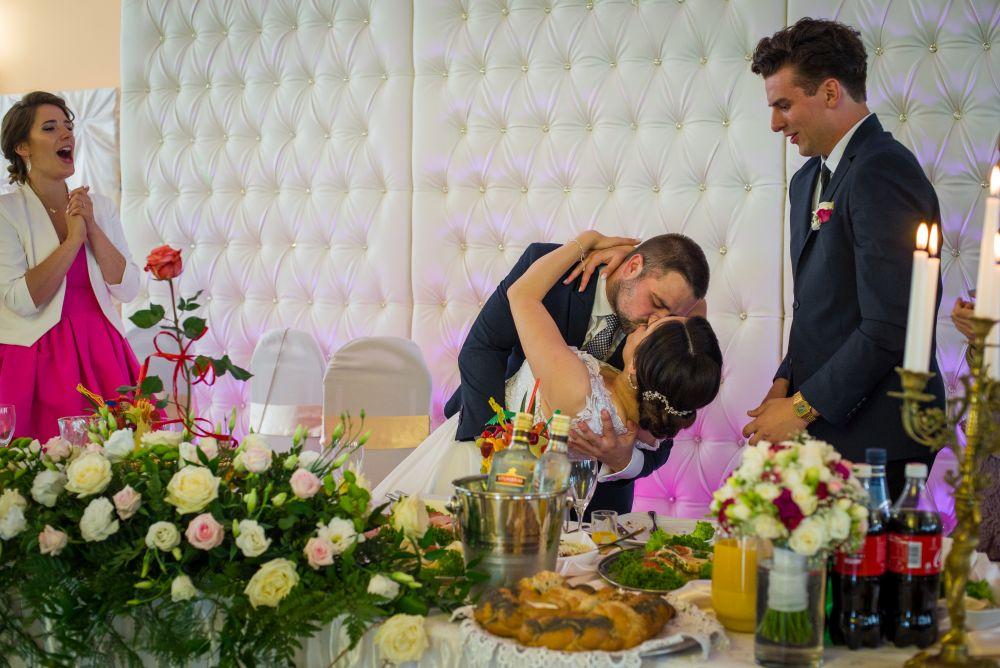 pierwszy pocałunek fotografia ślubna Wołomin