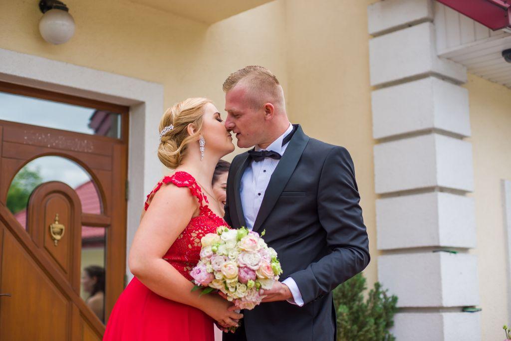 przywitanie pary młodej fotografia ślubna leszno