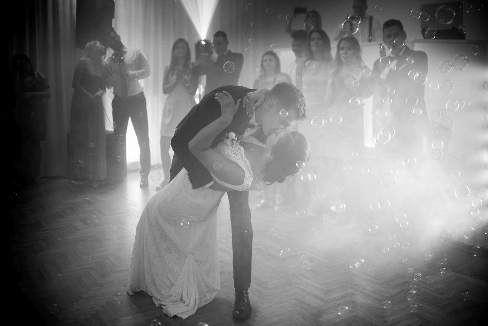 pierwszy taniec państwa młodych zdjęcia ślubne