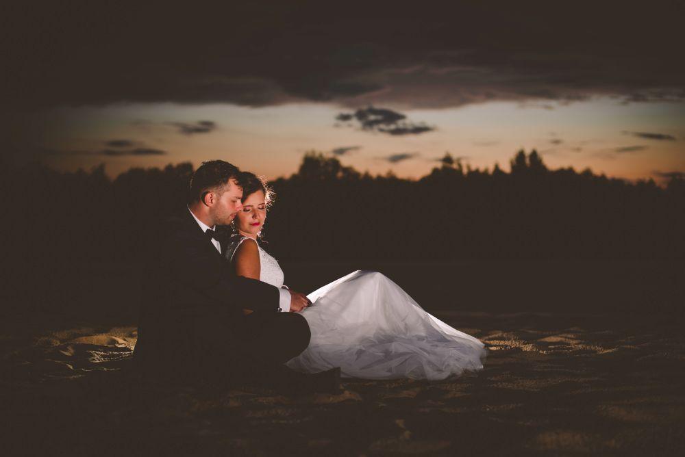 zdjęcia ślubne wieczorem