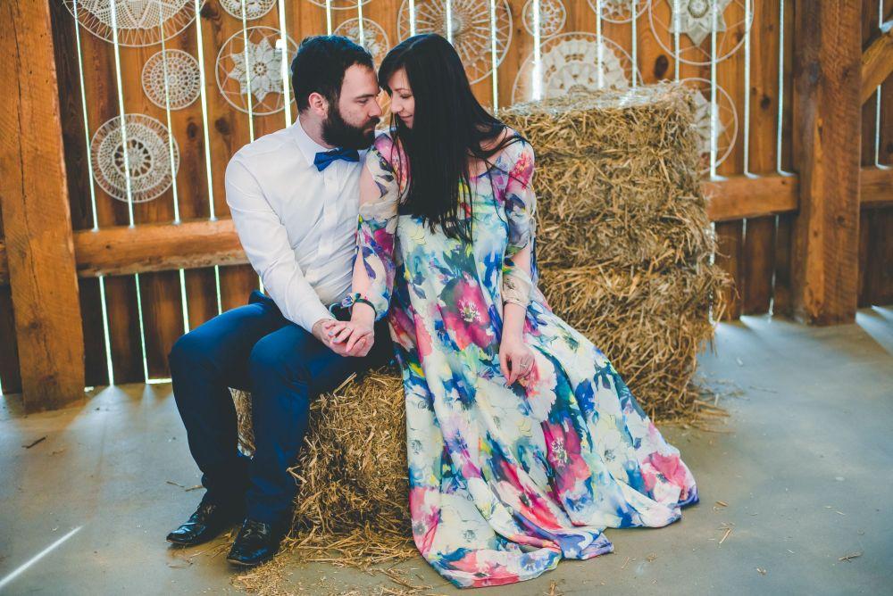zdjęcia w drewnianej stodole