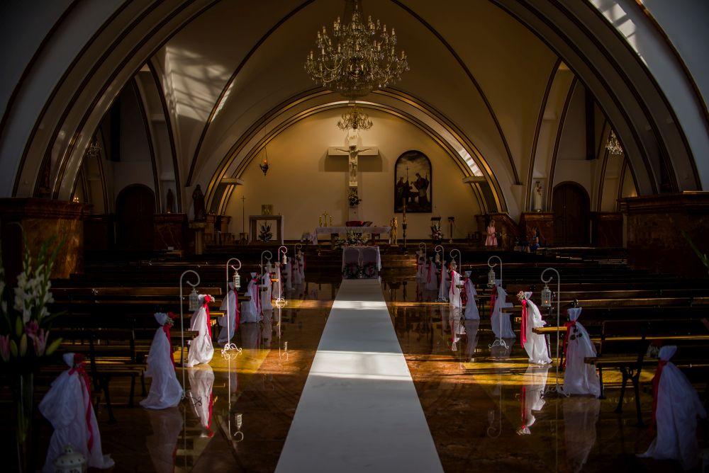 Nie tylko o fotografii - zmiany w ślubach kościelnych w Polsce