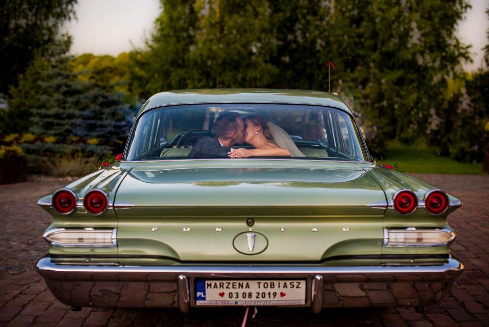 pontiac na ślubie