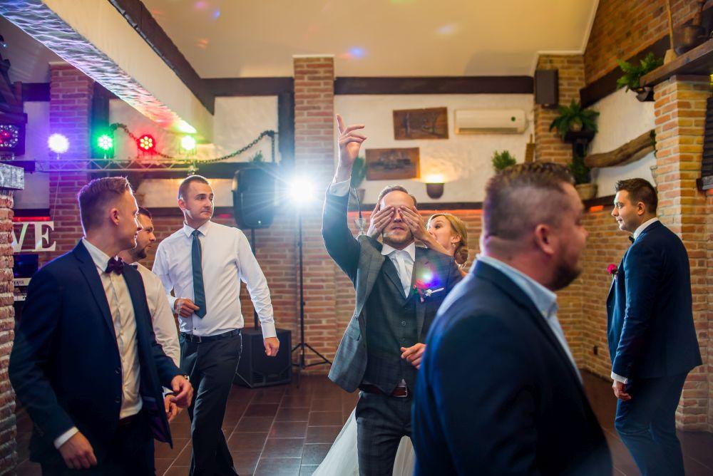 fotografie oczepiny na ślubie w mińsku mazowieckim