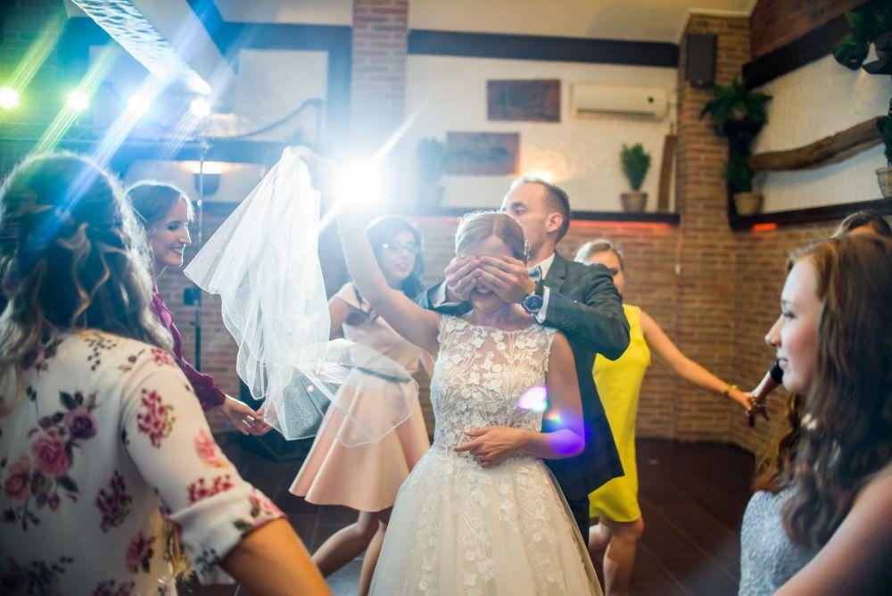 fotografie oczepiny na ślubie