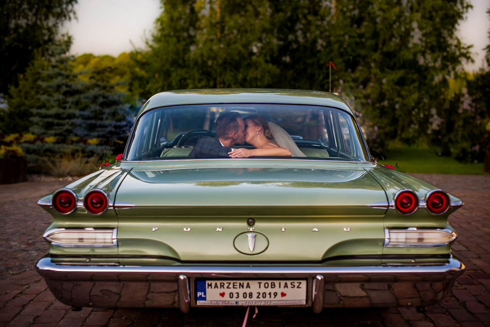 samochod-na-wesele-sesja-fotograf