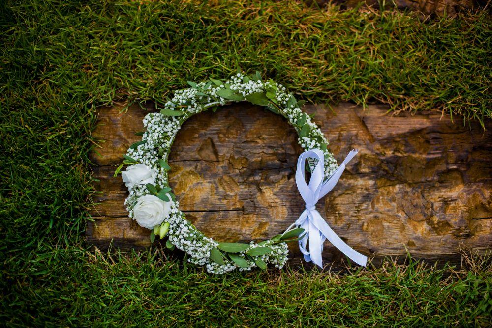 szczegóły na plenerze ślubnym w sadzie