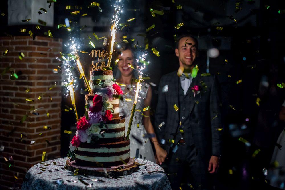 ślubne race na torcie weselnym