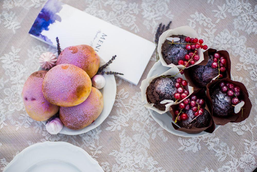 słodycze na zdjęciach ślubnych